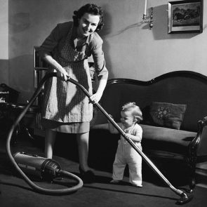 ab06398.jpg from Getty 1950' housewife